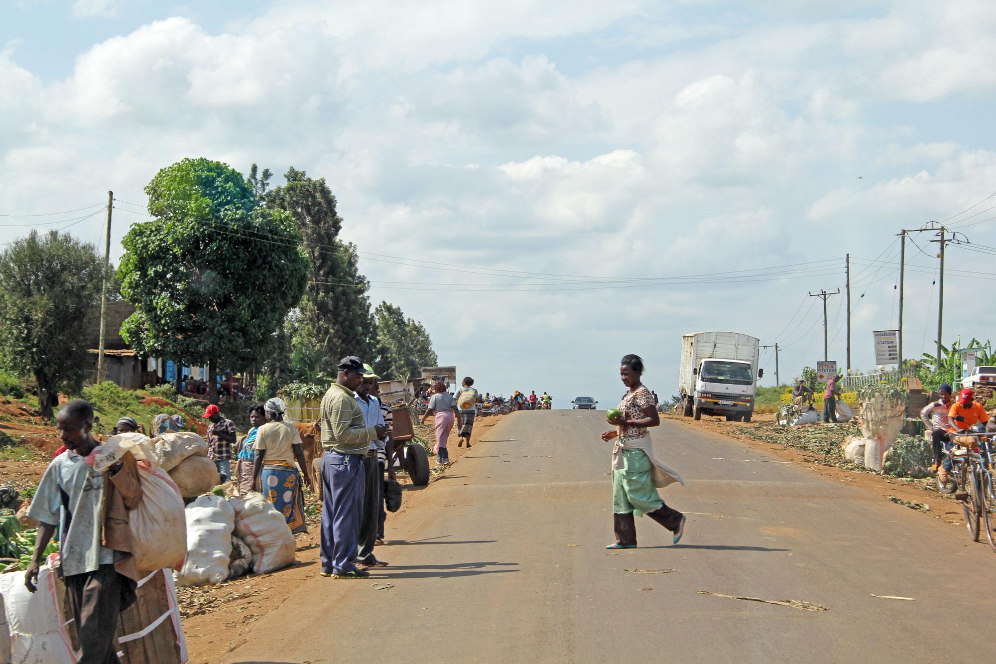 Trading along Kiambu Road, Kenya. CREDIT: Mikkel Poulsen